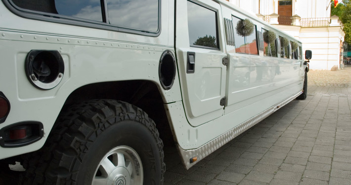 Vista exterior limusina Hummer